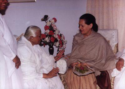 Dadi Prakashmani and Sonia Gandhi